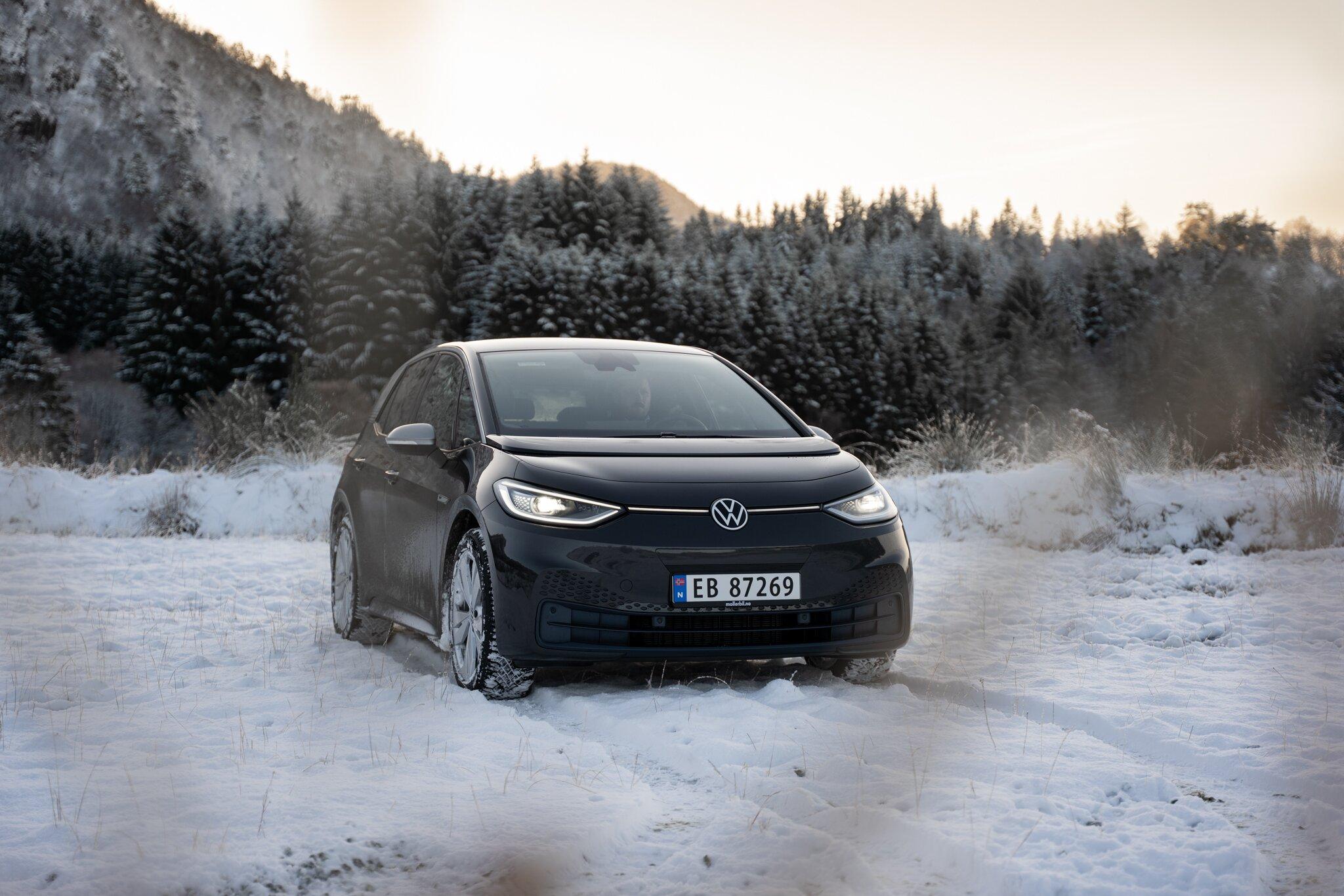 Front Volkswagen ID3 på snø.jpg